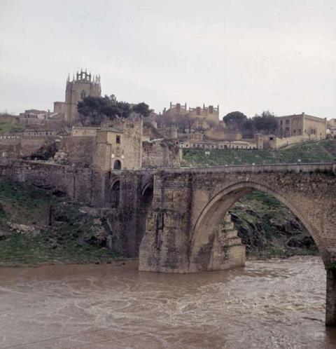Resultado de imagen de puente de San Martín de Toledo revela que tuvo casas